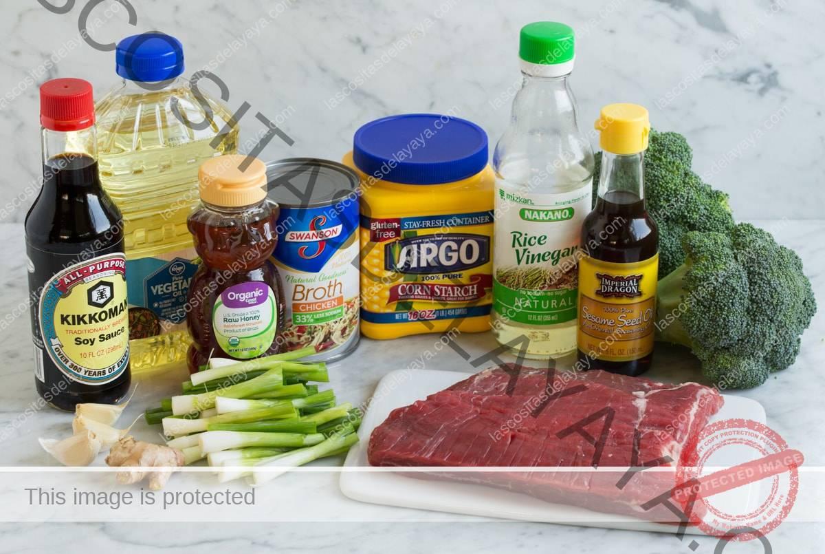 Ingredientes para carne y brócoli.