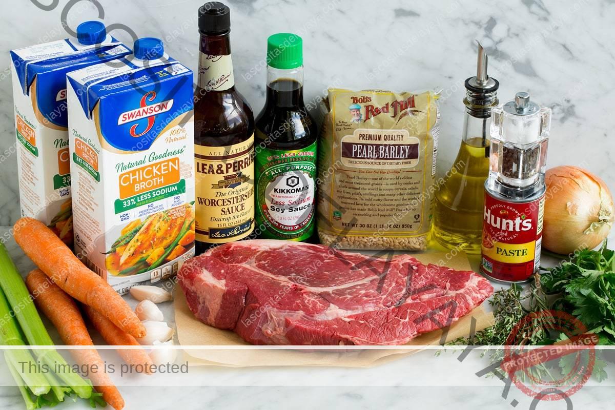 Ingredientes que se utilizan para hacer sopa de carne y cebada.