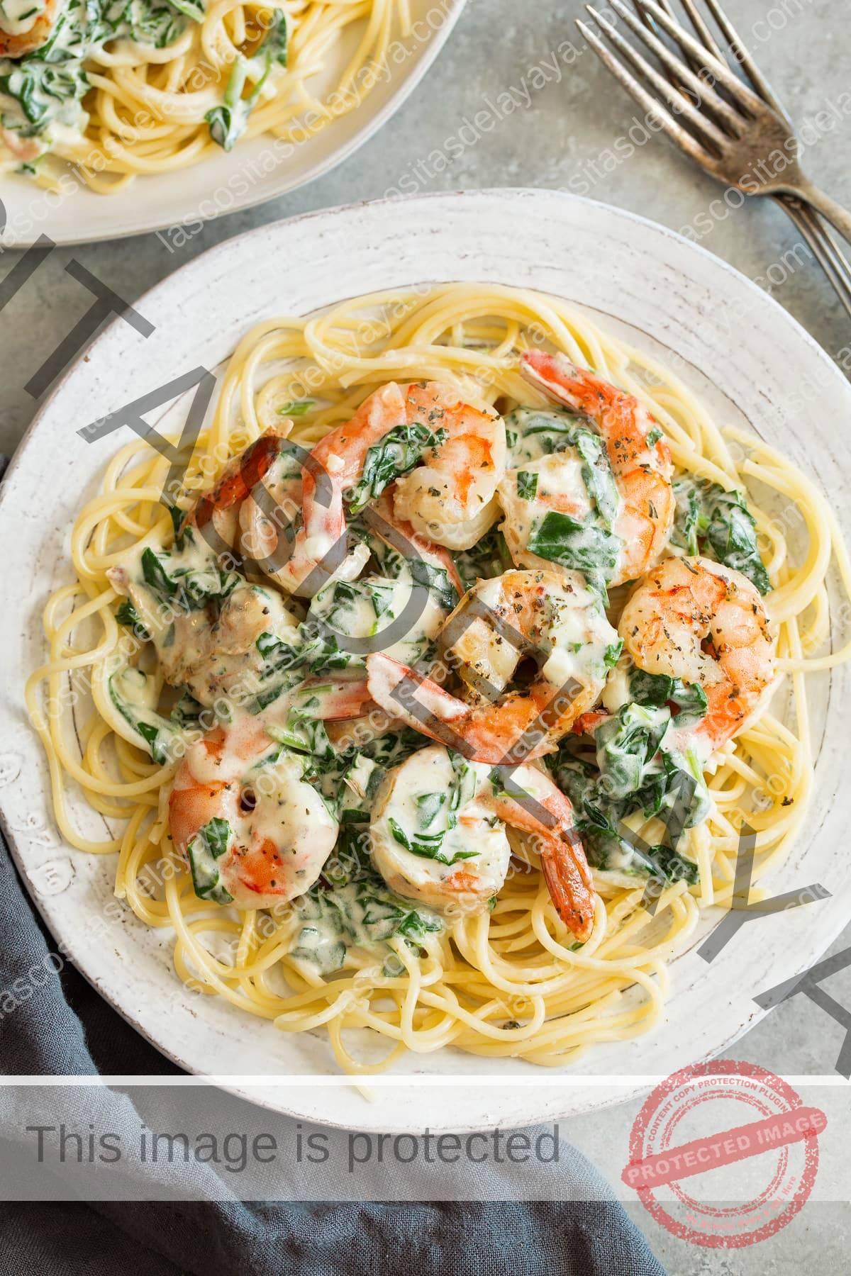 Camarones Cremosos Con Espinacas Parmesano
