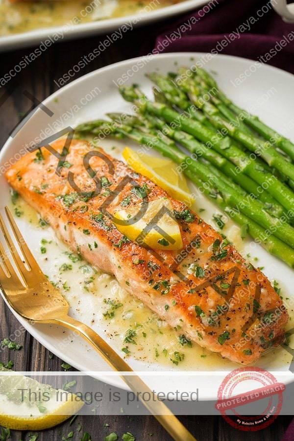 Cerrar imagen de filete de salmón después de cocinar.