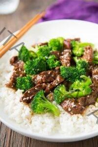 Carne de cocción lenta y brócoli