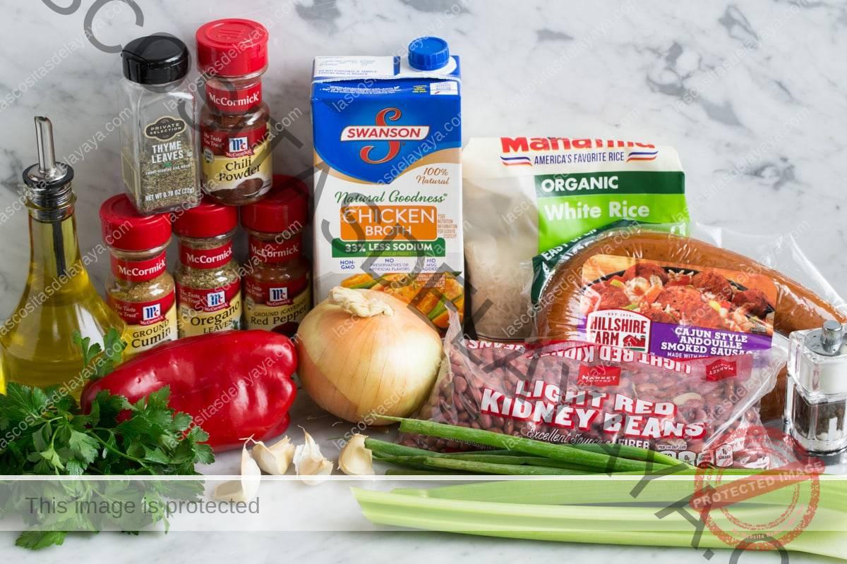 Ingredientes para hacer frijoles rojos y arroz.