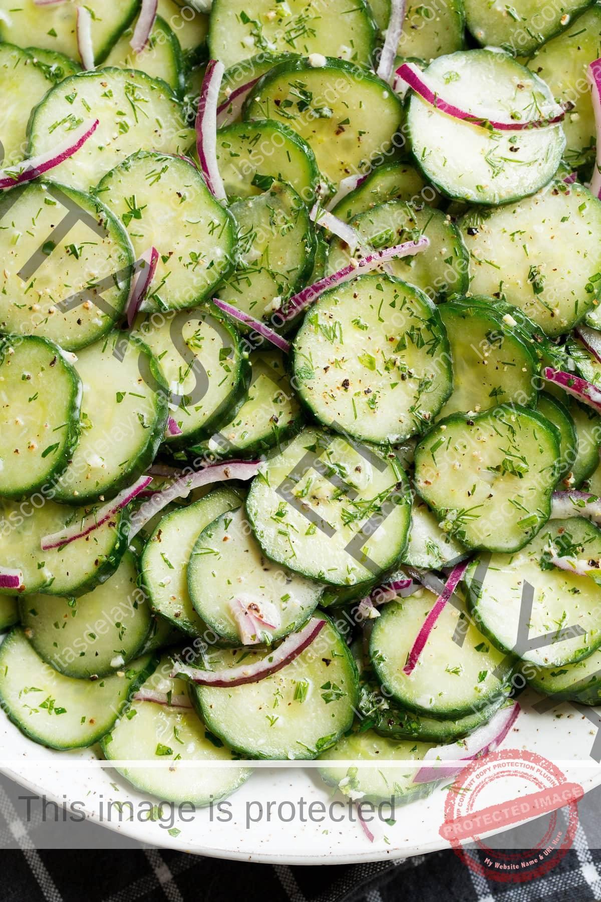 Cerrar imagen de ensalada de pepino.