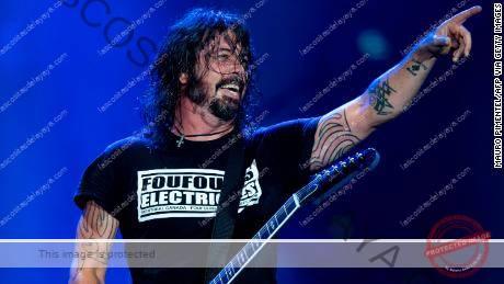 Dave Grohl de Foo Fighters se presenta en el escenario durante el & quot; Rock in Rio & quot;  festival en el Parque Olímpico, Río de Janeiro, en septiembre de 2019.