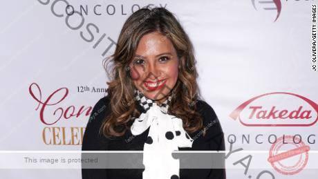 Cristela Alonzo asiste a la duodécima celebración anual de comedia de la International Myeloma Foundation en el Wilshire Ebell Theatre el 3 de noviembre de 2018, en Los Ángeles.