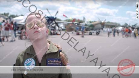En & quot; Vuela como una chica & quot;  una joven aspira a cambiar la faz de la aviación.