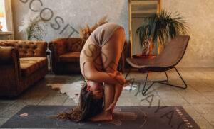 Estas 7 posturas de Chakra Yoga te ayudarán a procesar el cambio