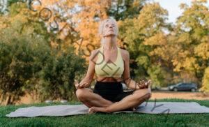 7 formas en que el yoga puede ayudar con un envejecimiento saludable