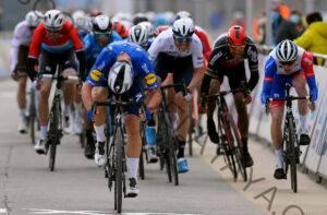 'No había suficiente camino para cerrar la brecha': Jake Stewart se anuncia a sí mismo en el WorldTour con un rápido final en Omloop Het Nieuwsblad