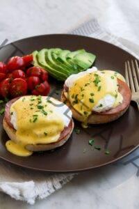 Receta de huevo Benedict {¡con la mejor salsa holandesa!}