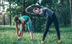 Corredores, necesitan esta clase de yoga en línea en su vida