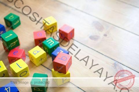 juguetes en el piso
